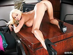 nikita von jamesgets her tits licked